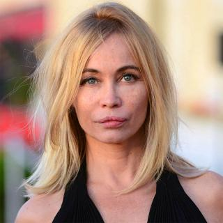 [Image of Emmanuelle Beart]
