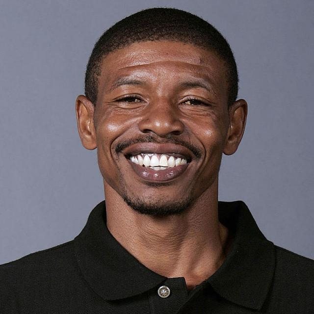 [Image of Muggsy Bogues]