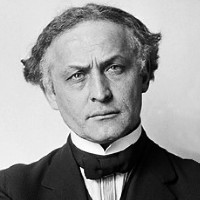 [Image of Harry Houdini]